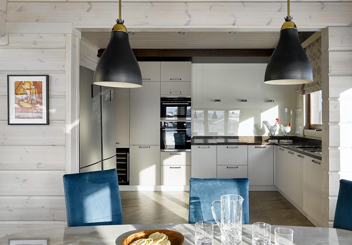 кухня в деревянном финском доме Серената