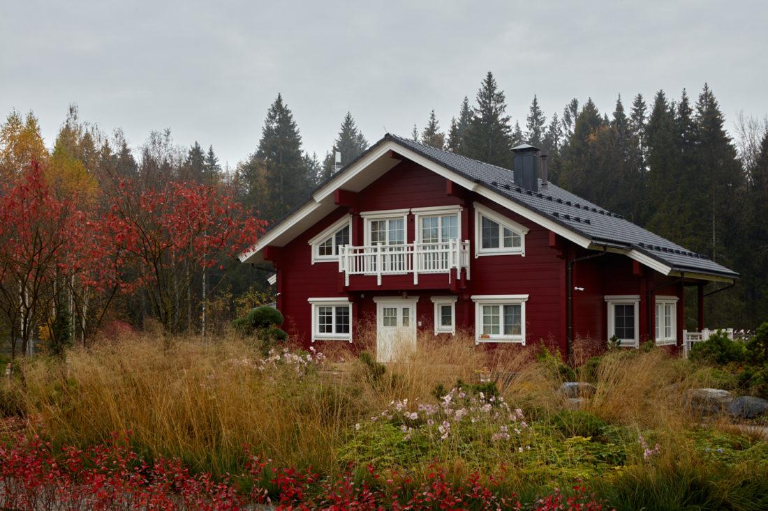 проект красного дома, дом в красном цвете, красные деревянные дома
