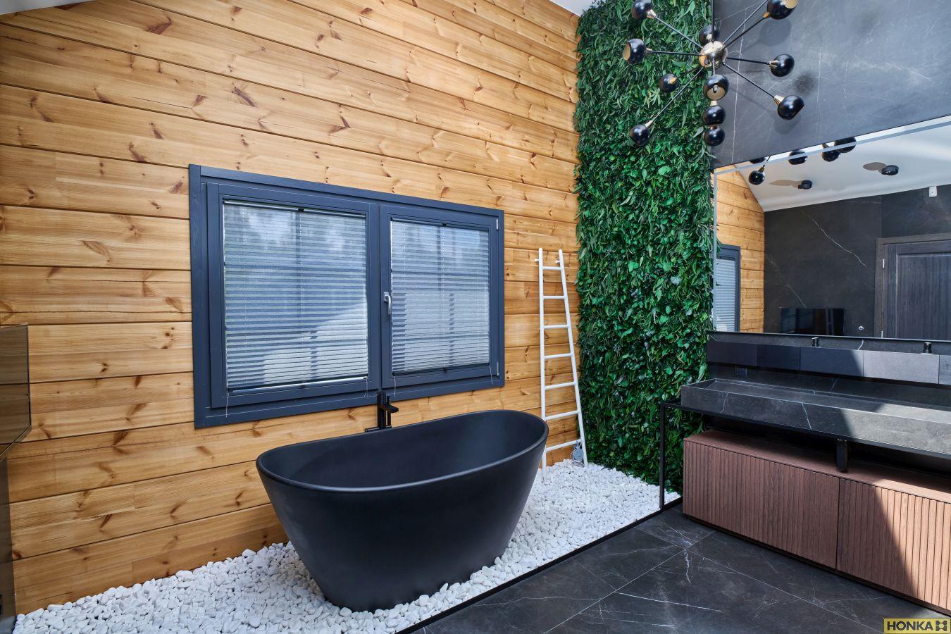 ванна в доме Metsuri в брусе FXL