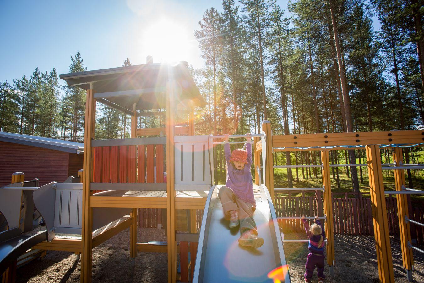 Строительство детских садов и школ из клееного бруса