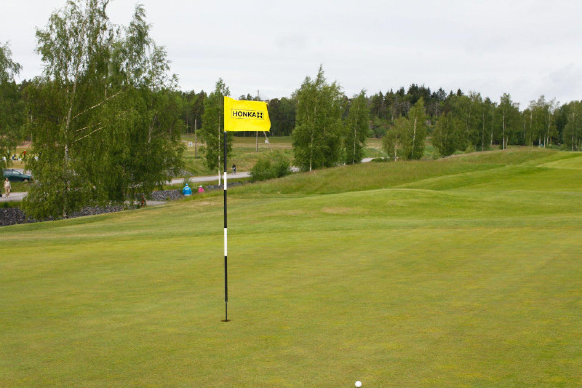 HONKA принимает участие в строительстве клубного поселка с гольф-клубом STRAWBERRY FIELDS