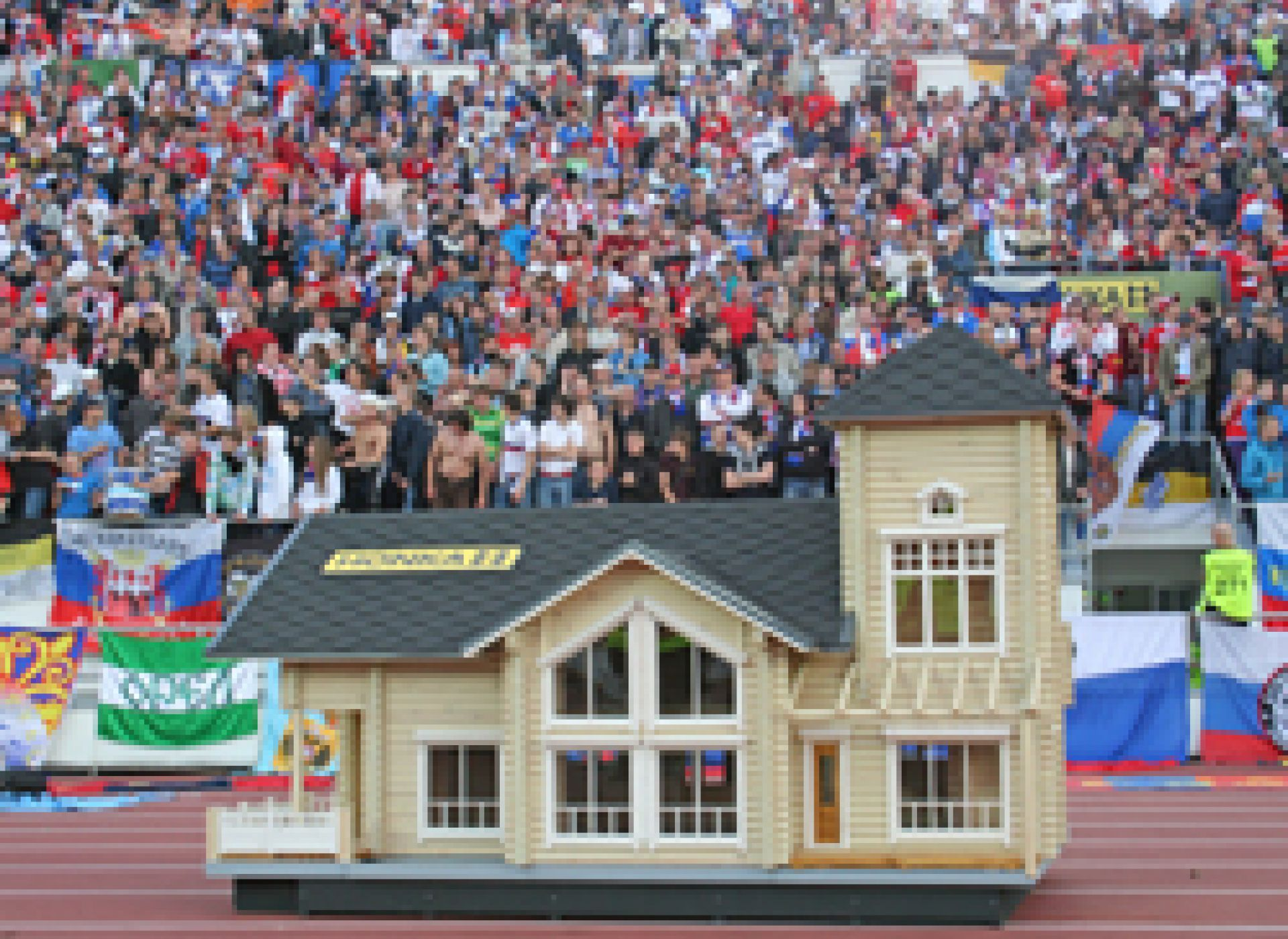 Компания HONKA — официальный партнер Финского футбольного союза во время отборочного матча чемпионата мира-2010 по футболу между сборными России и Финляндии