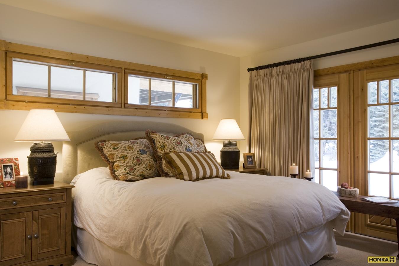 Eagle River интерьер спальни дома из бревна