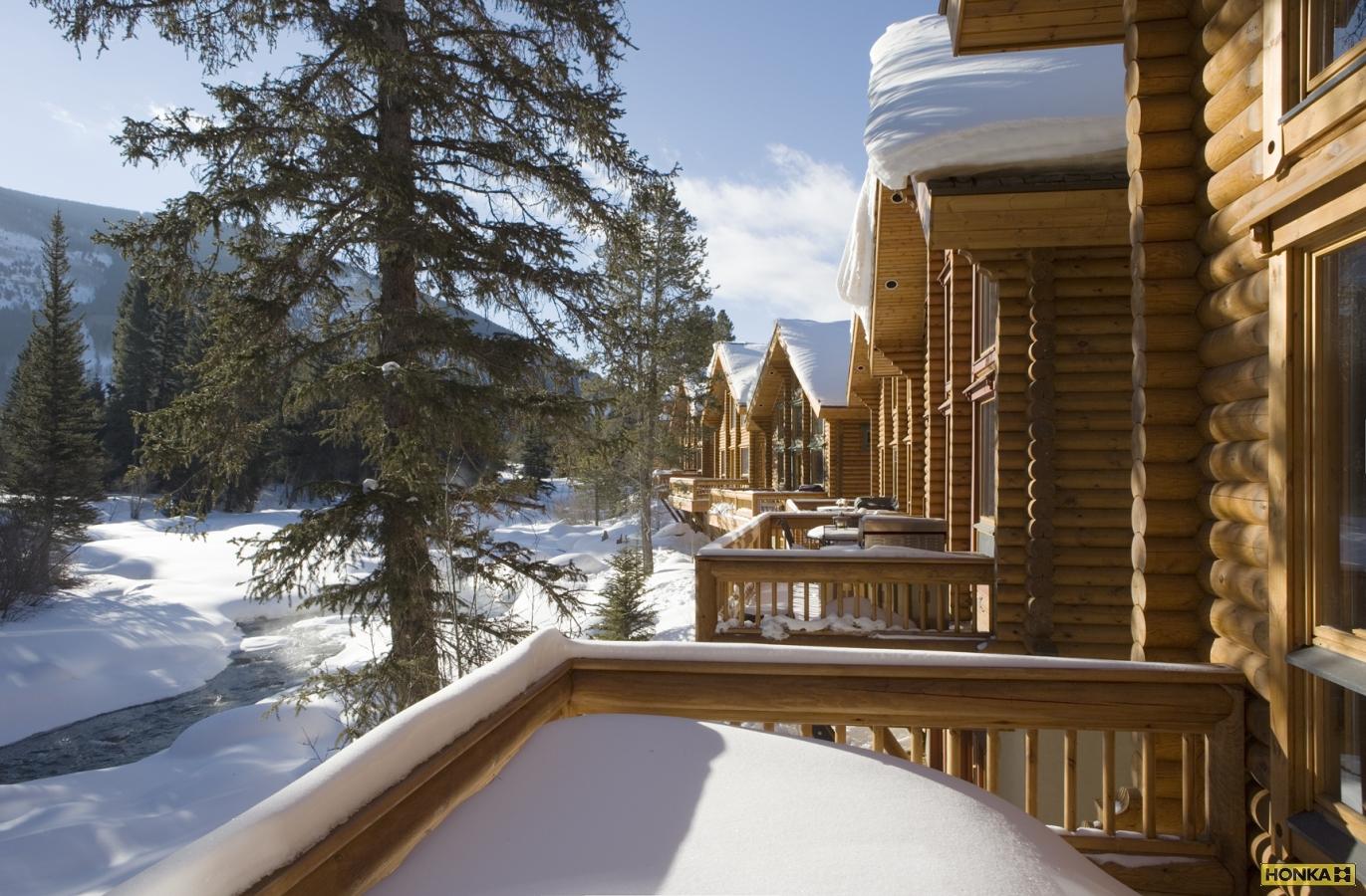проект деревянного дома с балконами