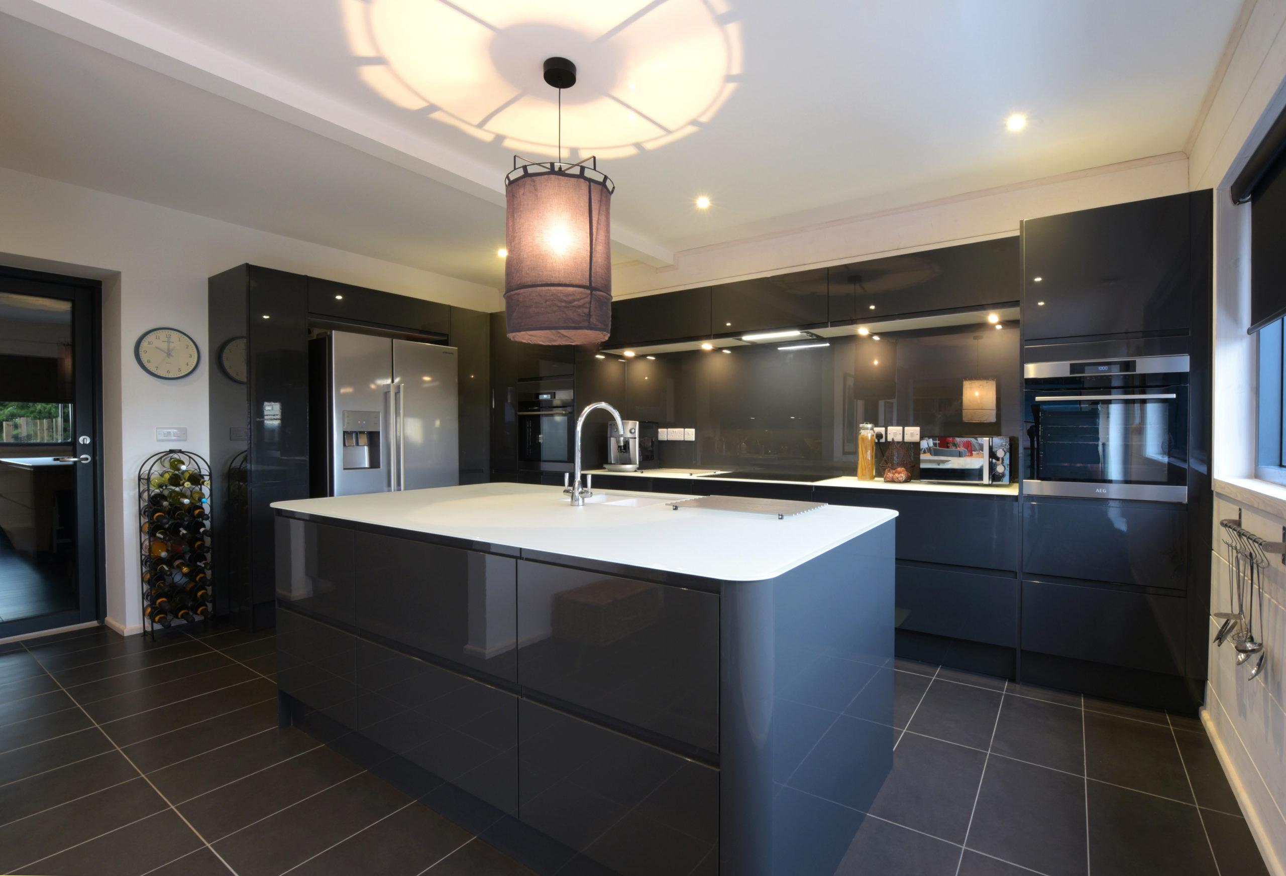 кухня в ультрасовременный проект дома из клееного бруса